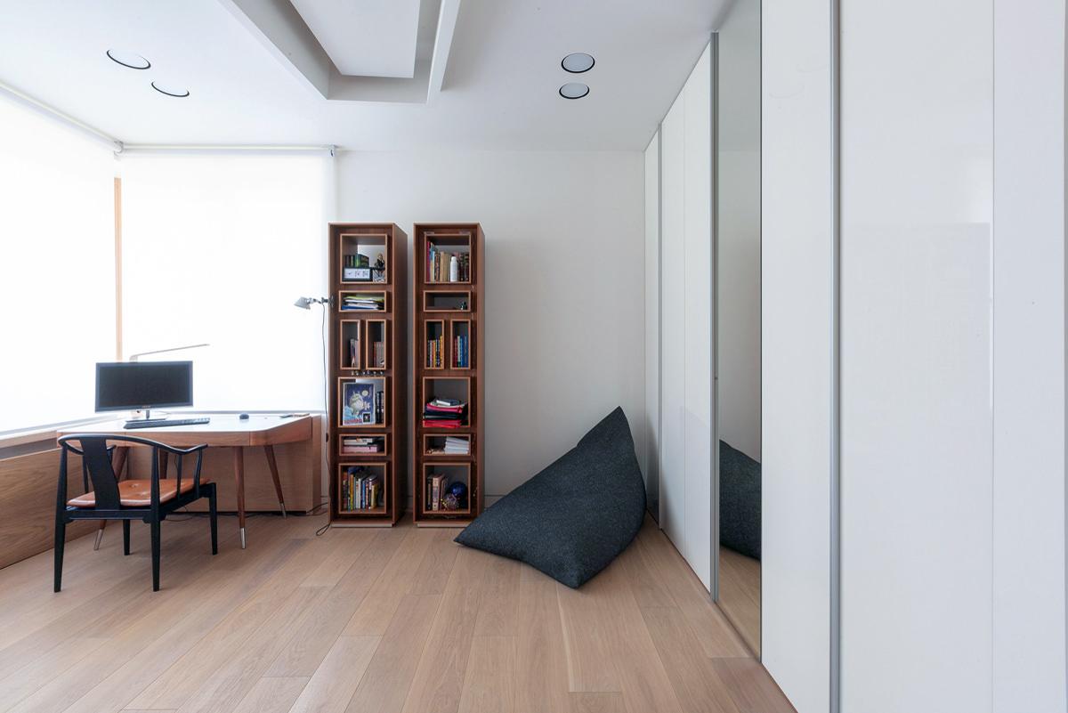 Rus 2071 House Za Bor Architects