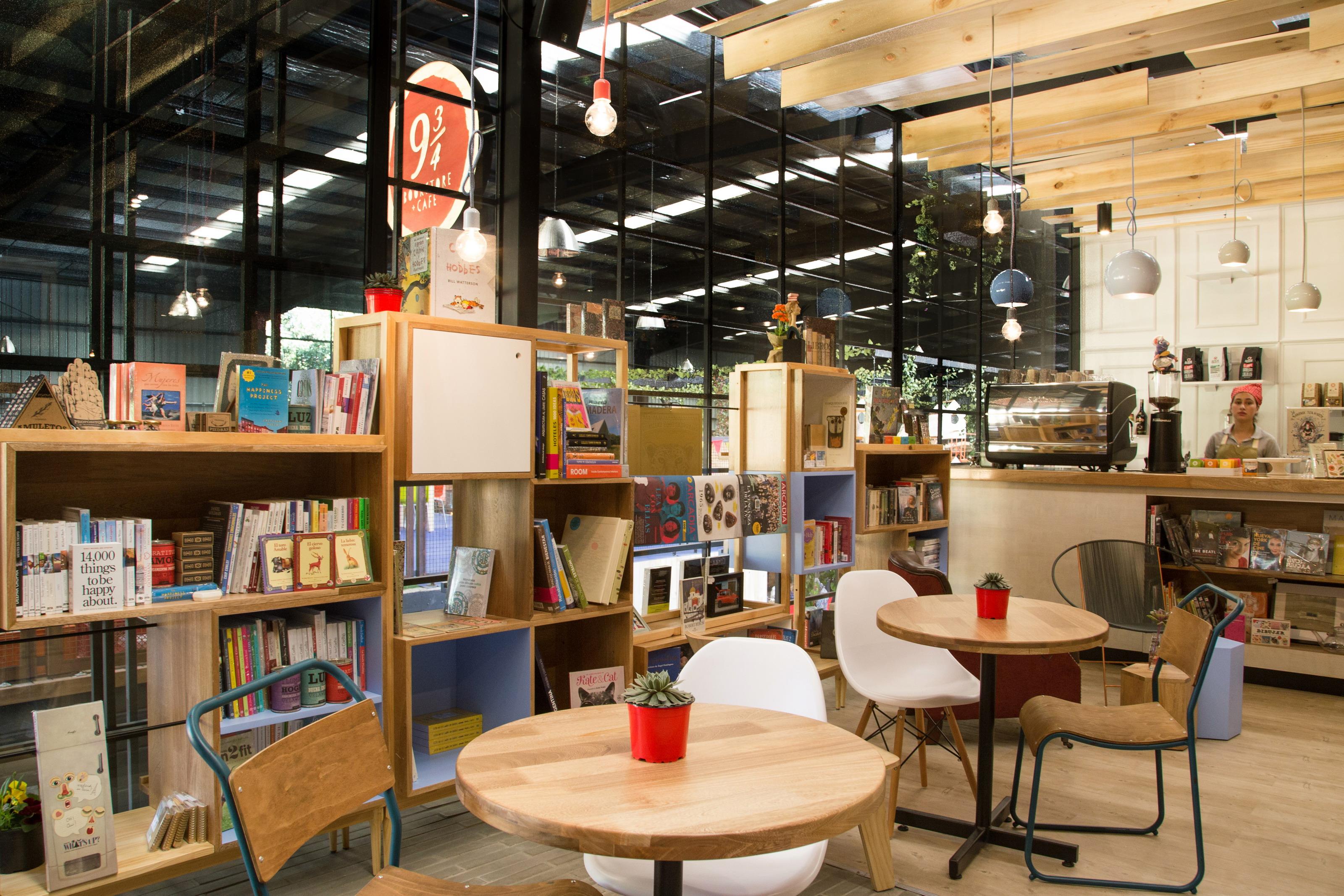 9 ¾ Bookstore + Cafè   Plasma Nodo