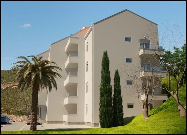15018 Apartment Building