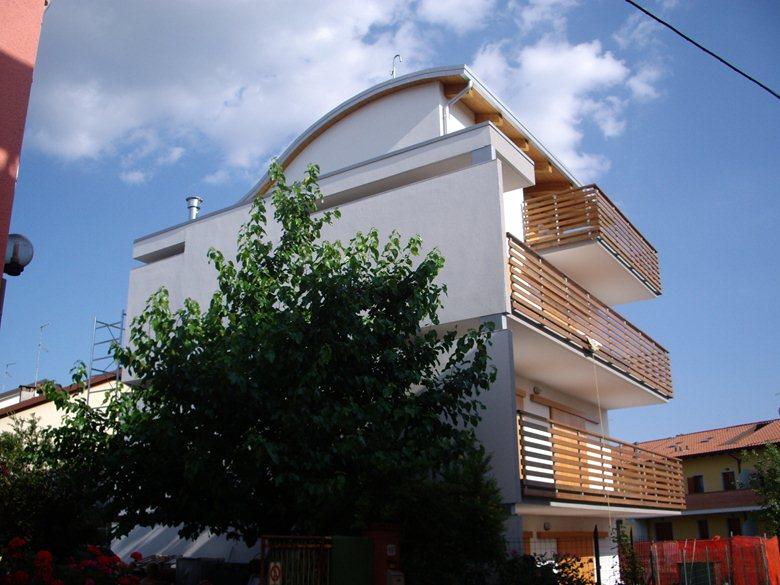 Edificio residenziale per tre unità abitative