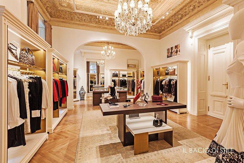 Il bacio di Stile - luxury store furniture production