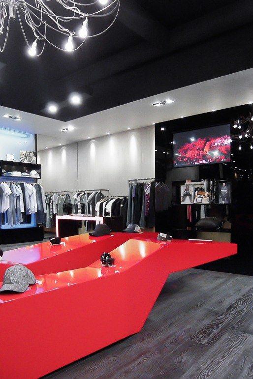 Deluxe Store