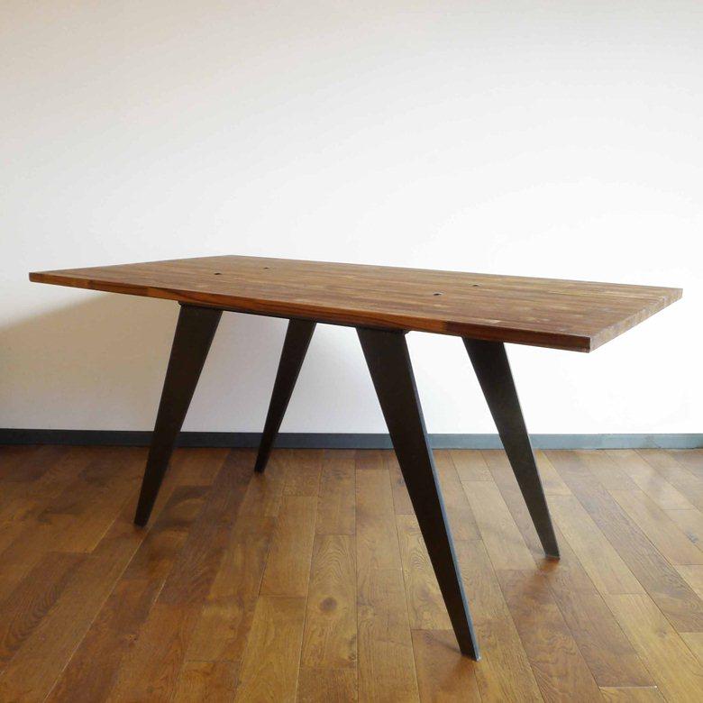 Table en bois de Teck et en Acier