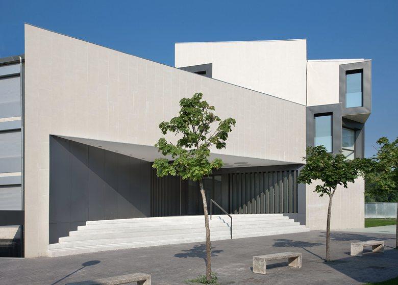 """New building for """"El Redín"""" College"""