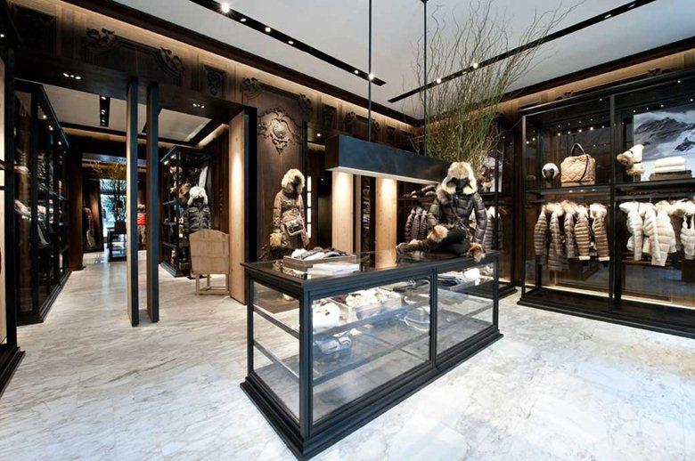Progetto illuminotecnico dei negozi moncler a2cg srl for Illuminazione negozi
