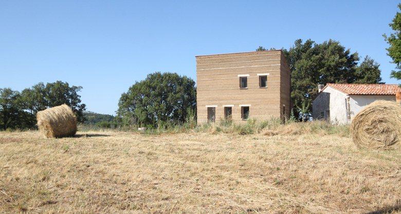 Pisè House