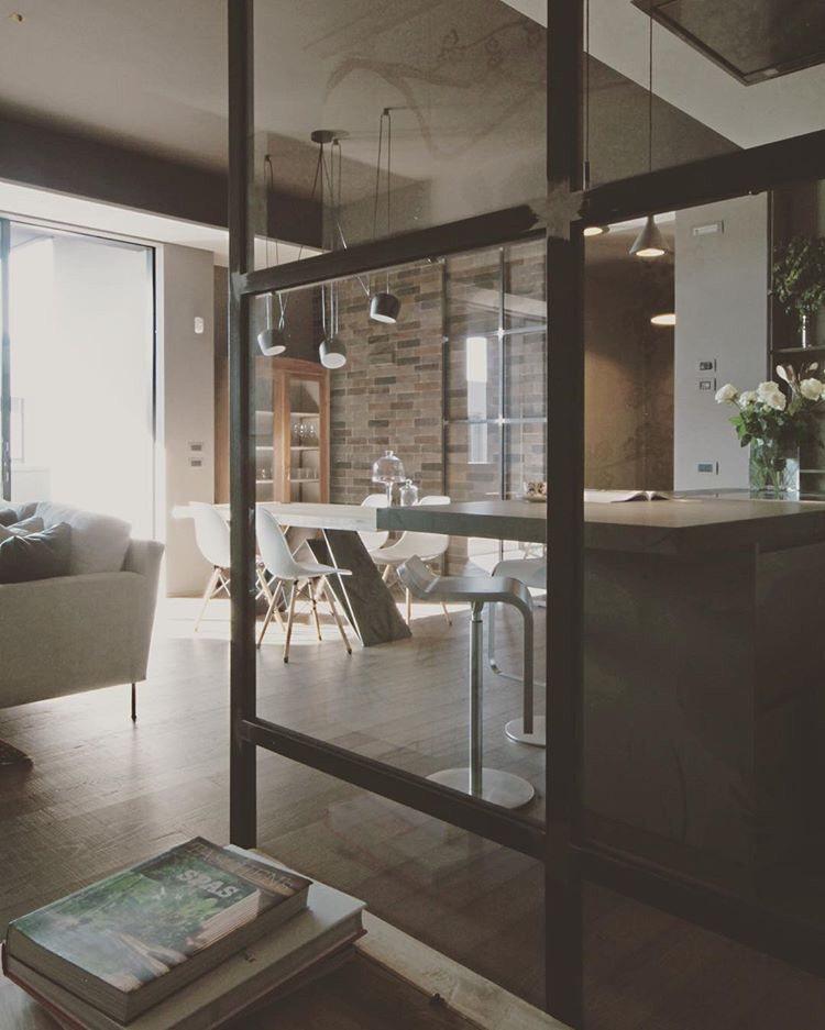 - Apartment TV -