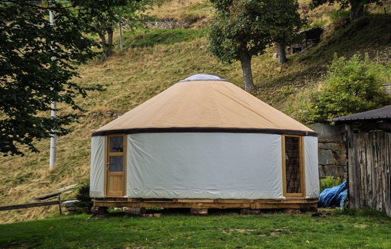 Yurta Moderna Red Sun 7m diametro, Refugio jumarre