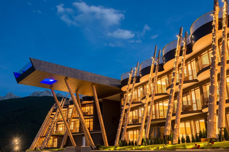 Illuminazione brillamenti per hotel hubertus brillamenti by hi