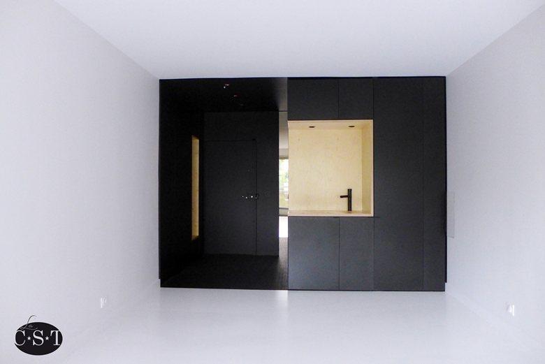 Black vs. White - agencement optimisé d'un studio
