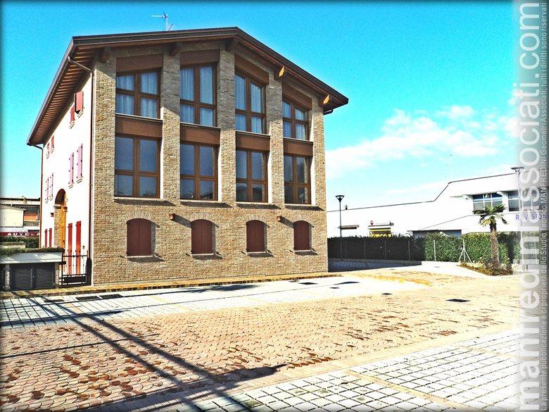Ristrutturazione con demolizione e ricostruzione di un fabbricato ex rurale