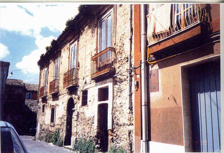 ristrutturazione di un palazzetto del 1700 - vi abitò l'abate Filippo Iacopo Pignatari