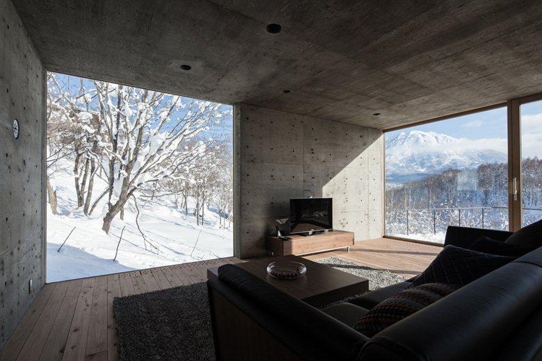 L House in Hirafu