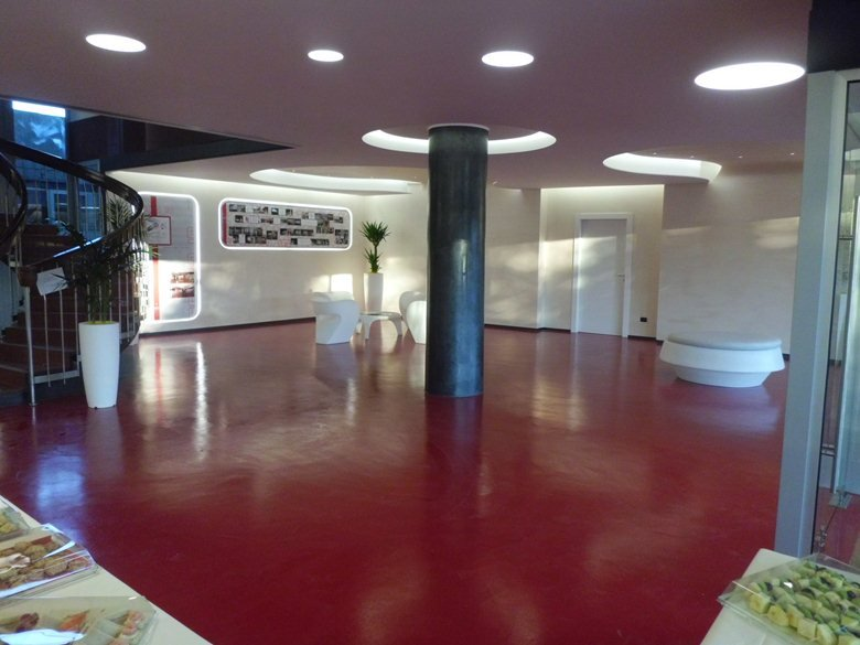 Ingresso uffici - Via Grosio, 10 - Milano / Entrance Hall - Via Grosio, 10 - Milan