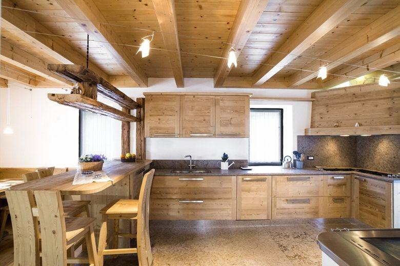 Arredamento moderno in legno