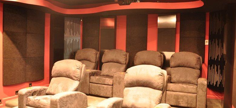 Sala cinema con acustica perfetta