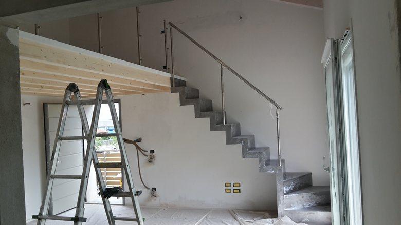 Scala per interni in lamiera e soppalco in legno for Corso per arredatore d interni