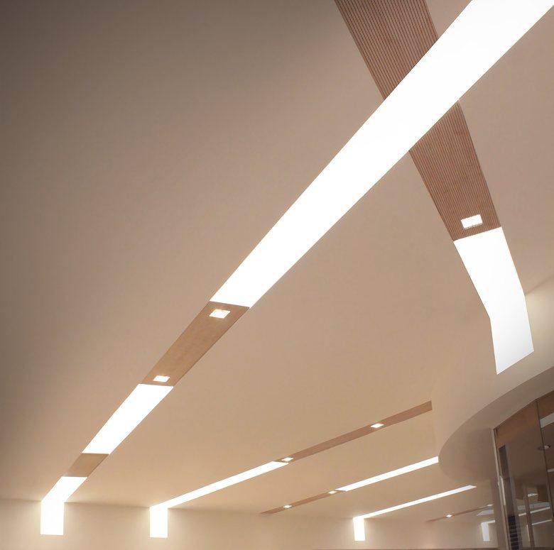 Illuminazione Shopping Center con pannelli led su misura: KLINOK WIDE by TeamItalia