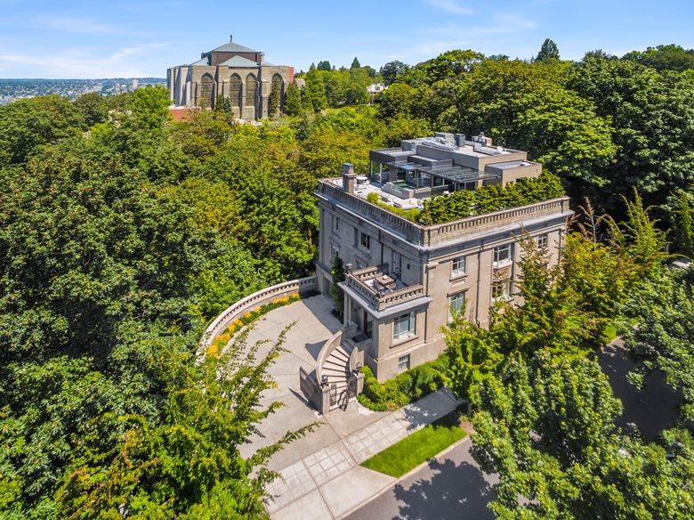 Harvard-Belmont Residence
