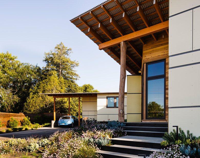 High-Performance Courtyard House