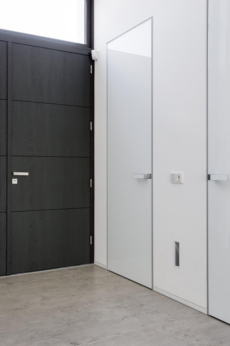 Rimadesio Moon doors in modern landhouse