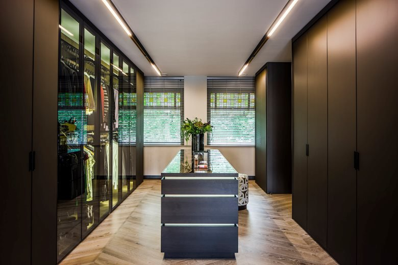 Rimadesio Cover wardrobe and Moon doors | Noctum projecten