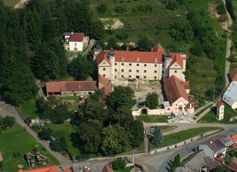 Castello di Orechov, Ingresso