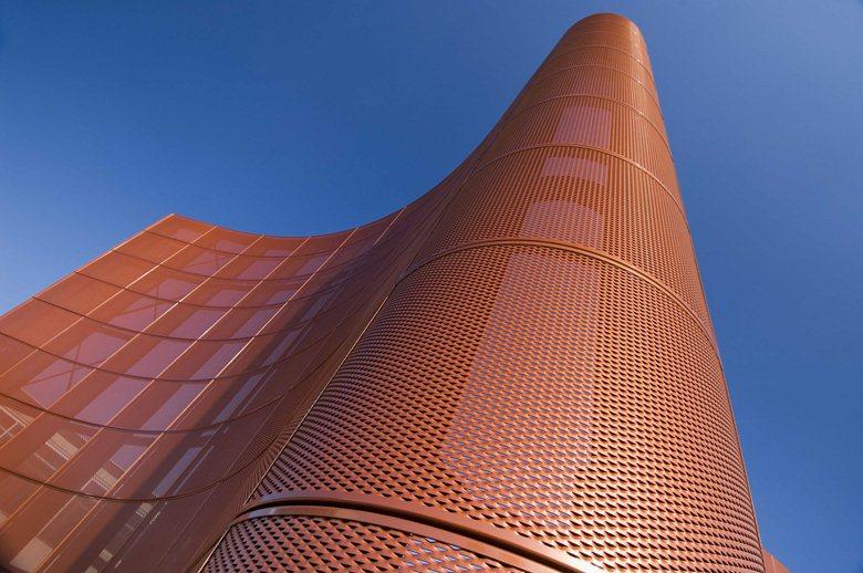 Riqualificazione di edificio ad uso industriale
