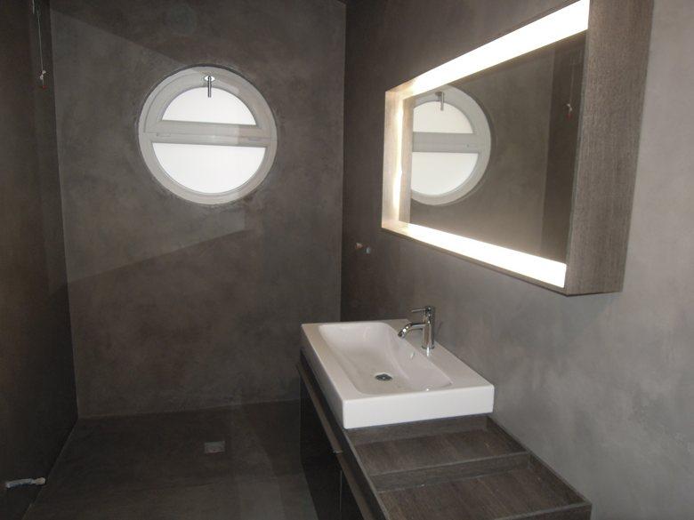 Rivestimenti e pavimenti in cemento resina