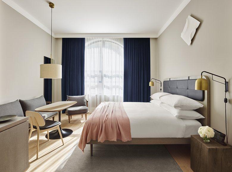 11 Howard Hotel