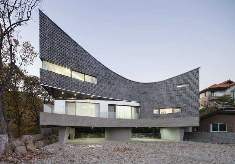 The Curving House