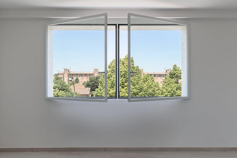Ester per un moderno stabile a Bologna