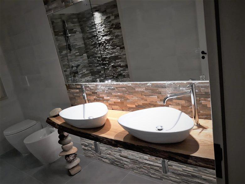 Un bagno minimal col fai da te