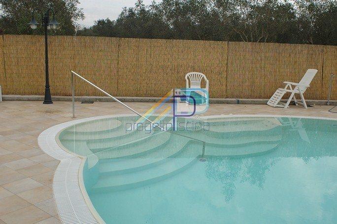 Scalinate in piscina: obbligatorie.....