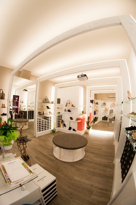 "Restyling negozio di calzature ""Rocchetti calzature"""