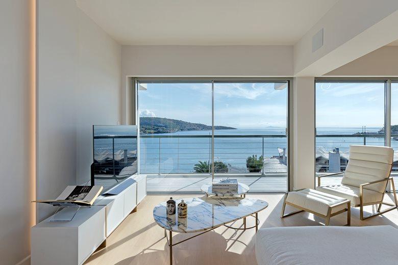 Smart Beachfront Apartment