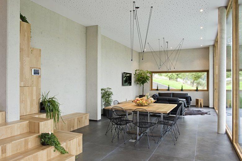Maison passive hybride construite en béton et bois massif