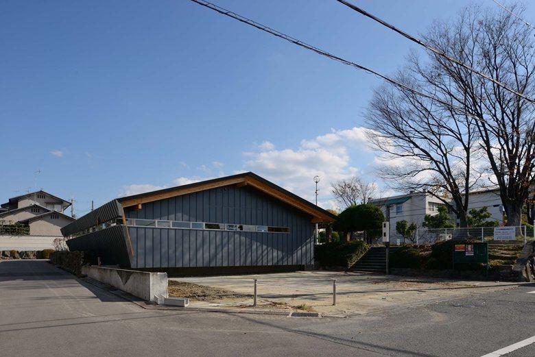 Kusunokidai assembly hall -slanting form-