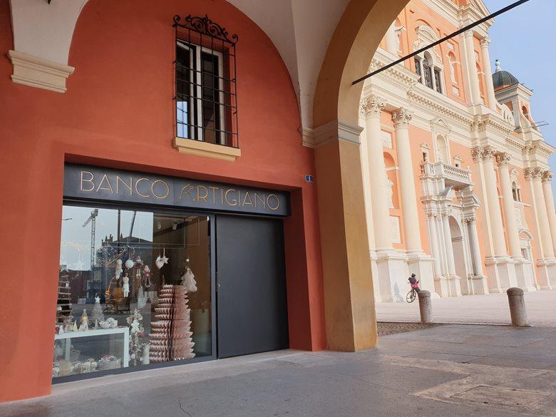 Restauro negozio in centro storico