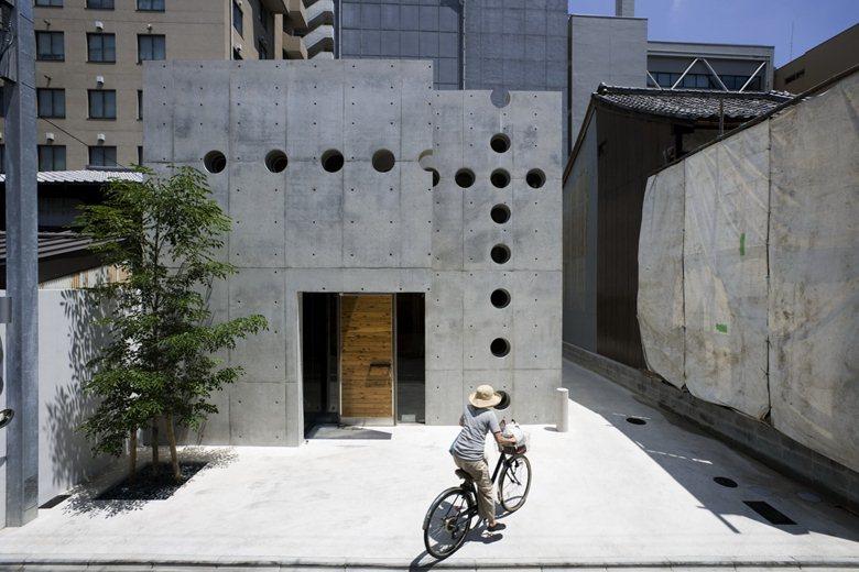 MON Factory/house