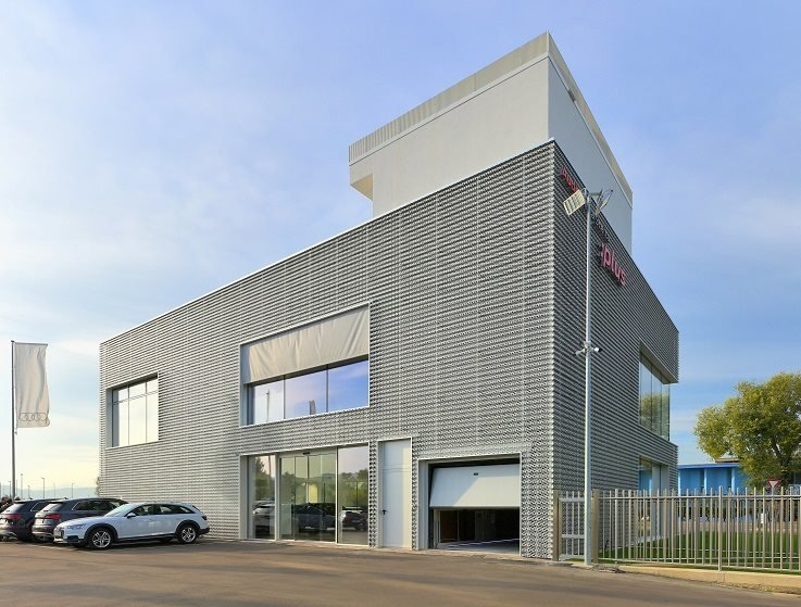 THE IDEALPARK CAR LIFT FOR THE AUDI CAR DEALERSHIP IN VICENZA, ITALY