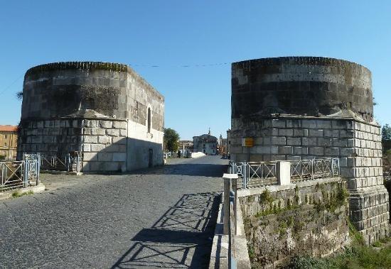 Vincitore di concorso nazionale: III Premio Nazionale Il riuso dei castelli :Le Torri di Federico II a Capua (CE)