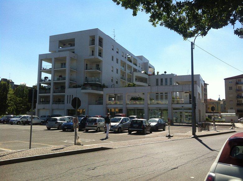 Edificio plurifamiliare residenziale commerciale