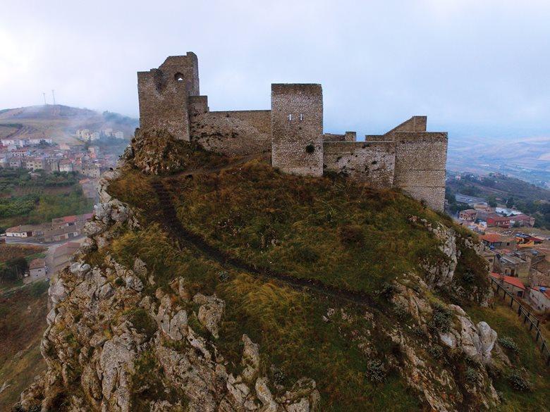 Completamento del restauro del Castello di Vicari (PA), sistemazione dell'area archeologica, realizzazione di attrezzature e servizi aggiuntivi