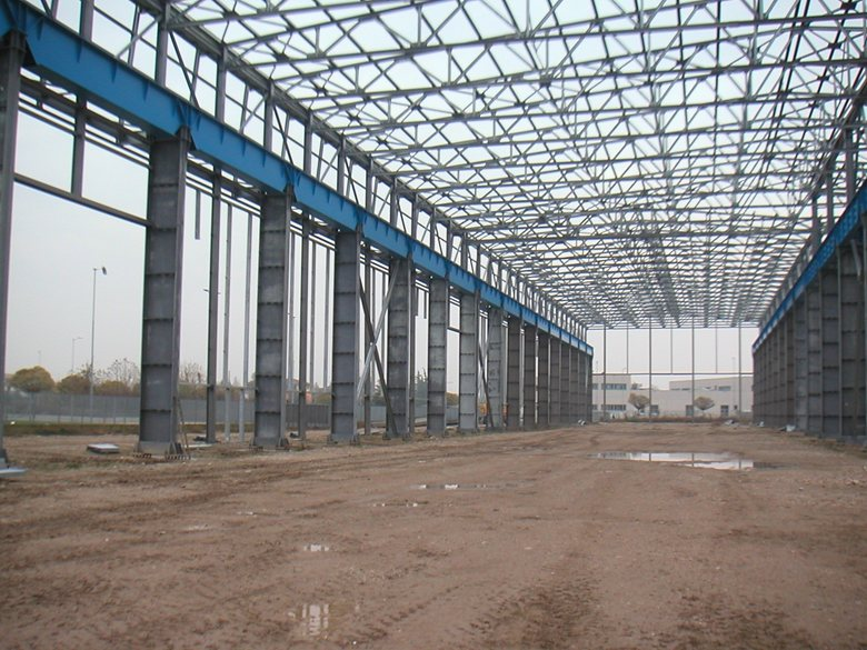 Capannone metallico 10.000 mq - altezza sottotrave 15 m per carroponti da 100 +100 ton.
