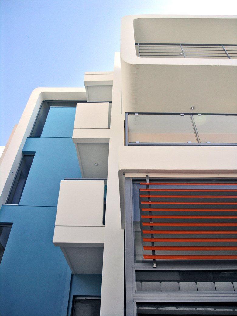 Small multi-use building
