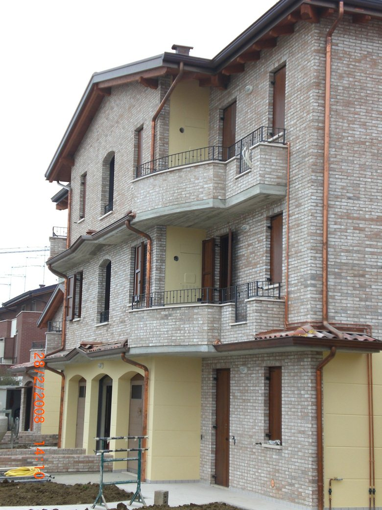 realizzazione di complesso edilizio ad 8 alloggi in provincia di Modena