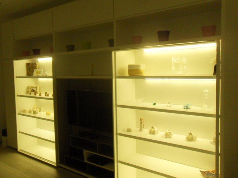 residenza privata, gestione dell' atmosfera luminosa con sistema professionale DMX e RGB