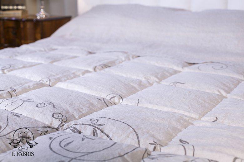Trapunta in Lino Stropicciato su misura con Stampa a mano / Stone Washed Linen Quilt with handmade decoration