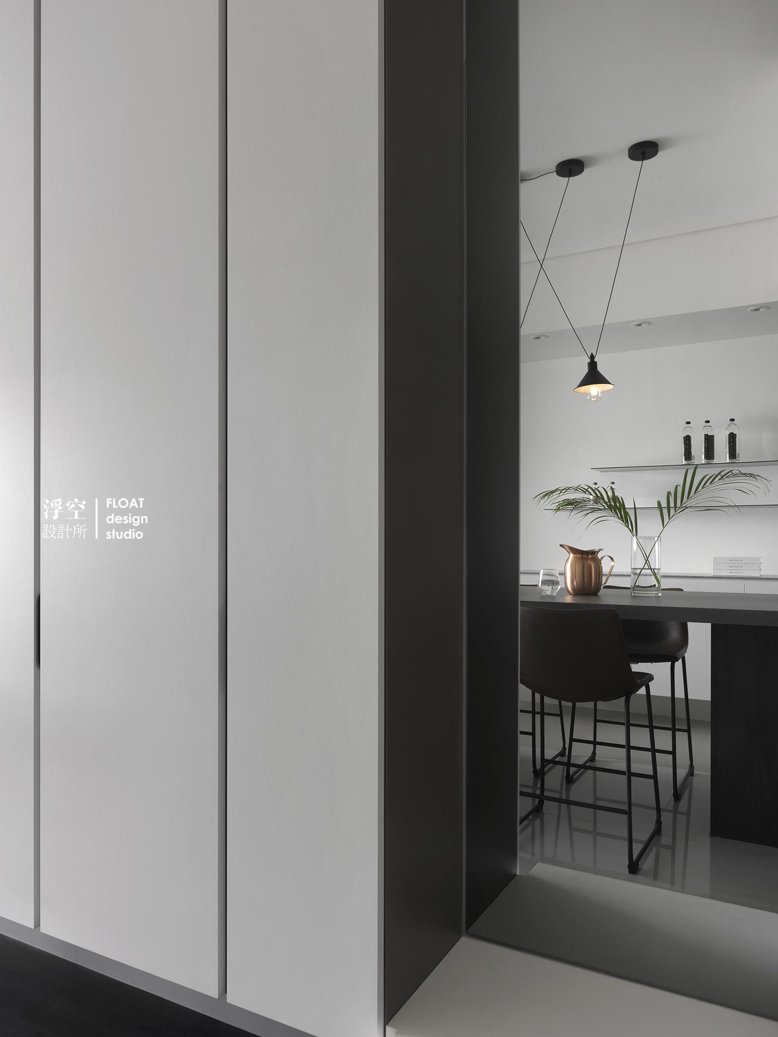H L House Float Design Studio